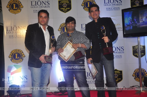 Kiku Sharda and Omung Kumar pose with their award at Lion Gold Awards
