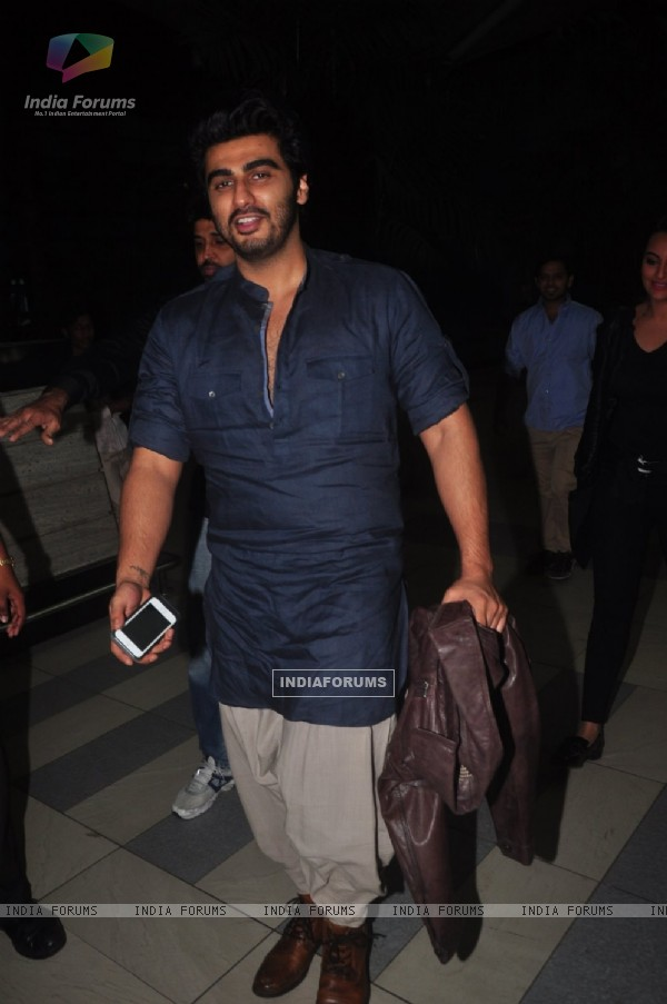 Arjun Kapoor poses for the media at Airport while returning from Delhi Promotions of Tevar