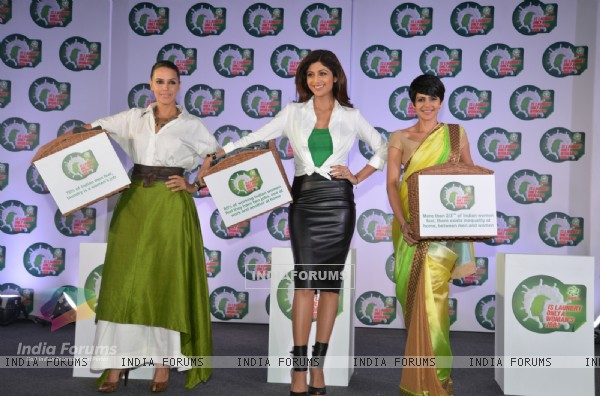 Neha Dhupia, Shilpa Shetty and Mandira Bedi spark a debate - 'Is laundry only a woman's job?'