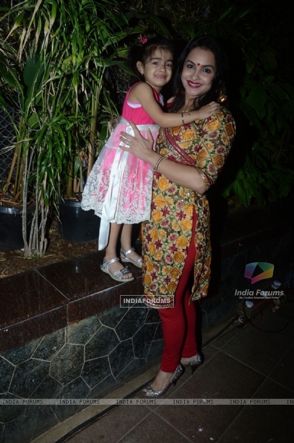 Gurdeep Kohli poses with her daughter at Charan Singh's Lohri Celebration