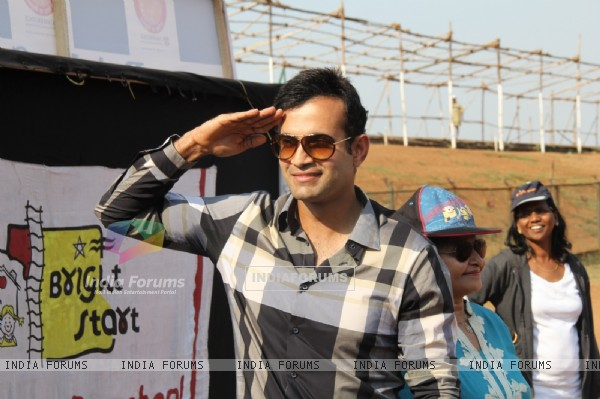 Irfan Pathan salutes at Bright Start Fellowship International School