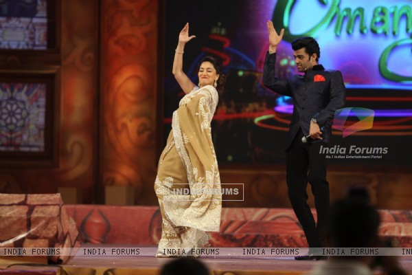 Madhuri Dixit Nene shakes a leg with Manish Paul at Umang Police Show
