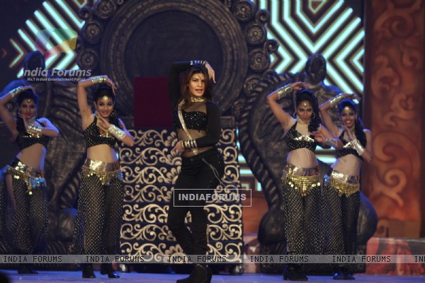 Jacqueline Fernandes Perform at Umang Police Show