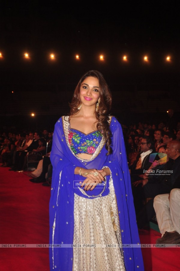 Kiara Advani poses for the media at Umang Police Show