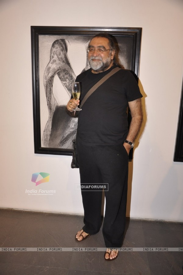 Prahlad Kakkar poses for the media at Vibrant Gujrat Event