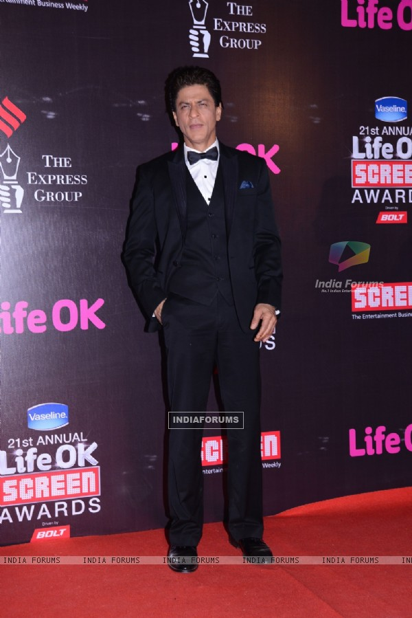 Shah Rukh Khan poses for the media at 21st Annual Life OK Screen Awards Red Carpet
