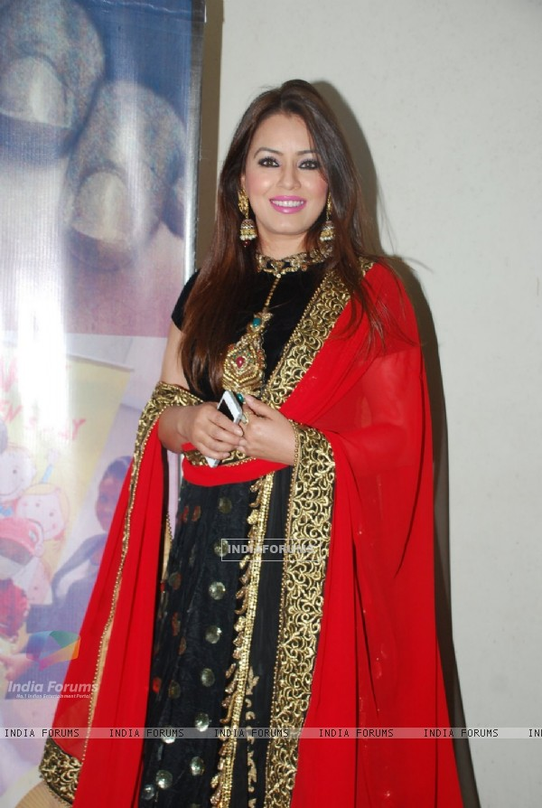 Mahima Chaudhry poses for the media at the Promotions of Hey Bro