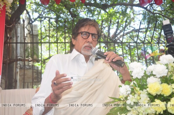 Amitabh Bachchan interacts with the audience at the The Vision Eye Center