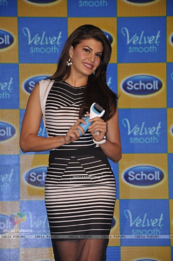 Jacqueline Fernandes poses with the product at the Launch of Scholl Velvet Smooth Express Pedi