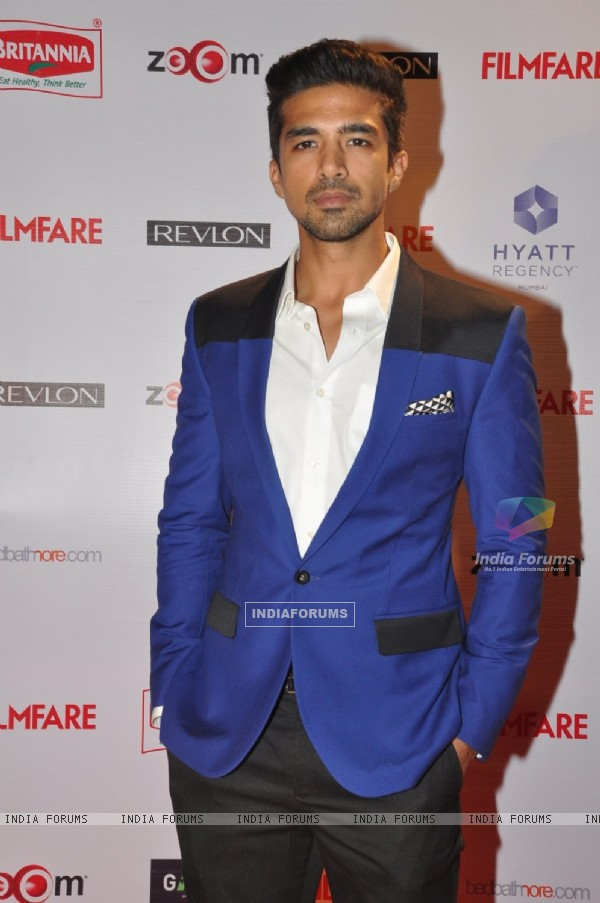 Saqib Saleem poses for the media at Filmfare Nominations Bash