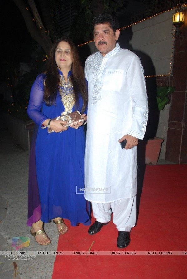 Pankaj Dheer poses with wife at Bappi Lahiri's Wedding Anniversary