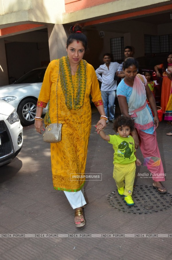 Rupali Ganguly with her child at Anurag Basu's Saraswati Pooja