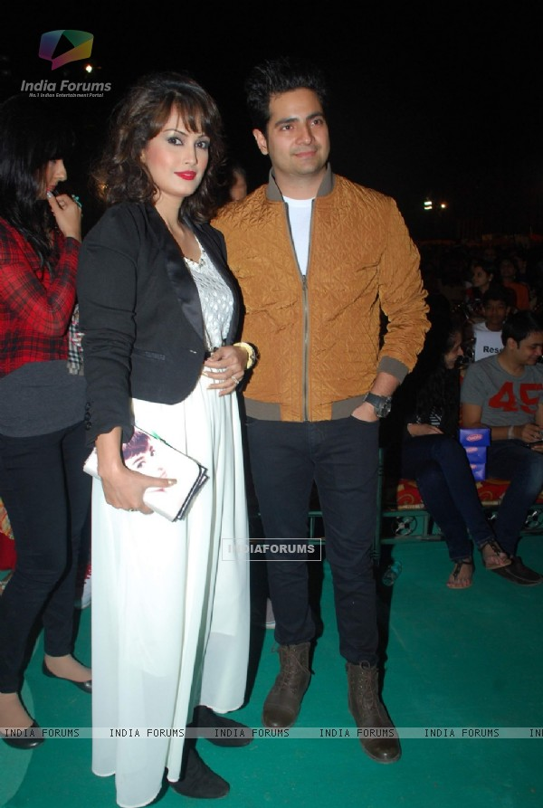 Karan Mehra and Nisha Rawal pose for the media at Sonu Niigam's Concert at MMRDA