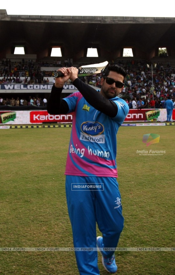 Aftab Shivdasani poses for the media at Mumbai Heroes Match at CCL