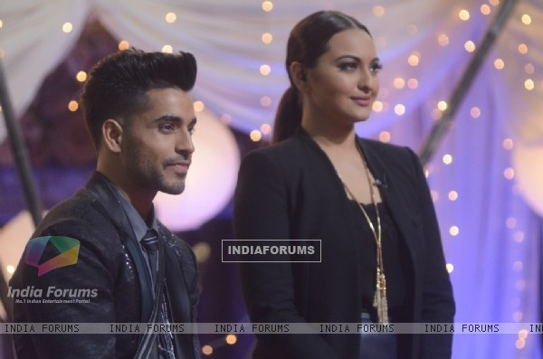 Gautam Gulati was performing with Sonakshi Sinha at the Bigg Boss Halla Bol Grand Finale