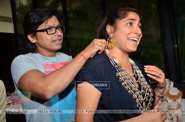 Shaan was snapped putting Jewelry to Wife Radhika Mukherjee at Jyoti Kapoor's Jewellery Exhibition