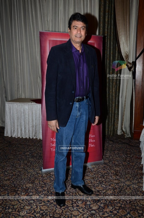 Kanwaljit Singh poses for the media at Irshad Kamil's Book Launch