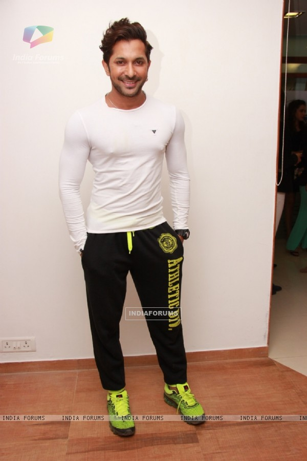 Terence Lewis poses for the media at Narata Purohit's 4th Anniversary Bash