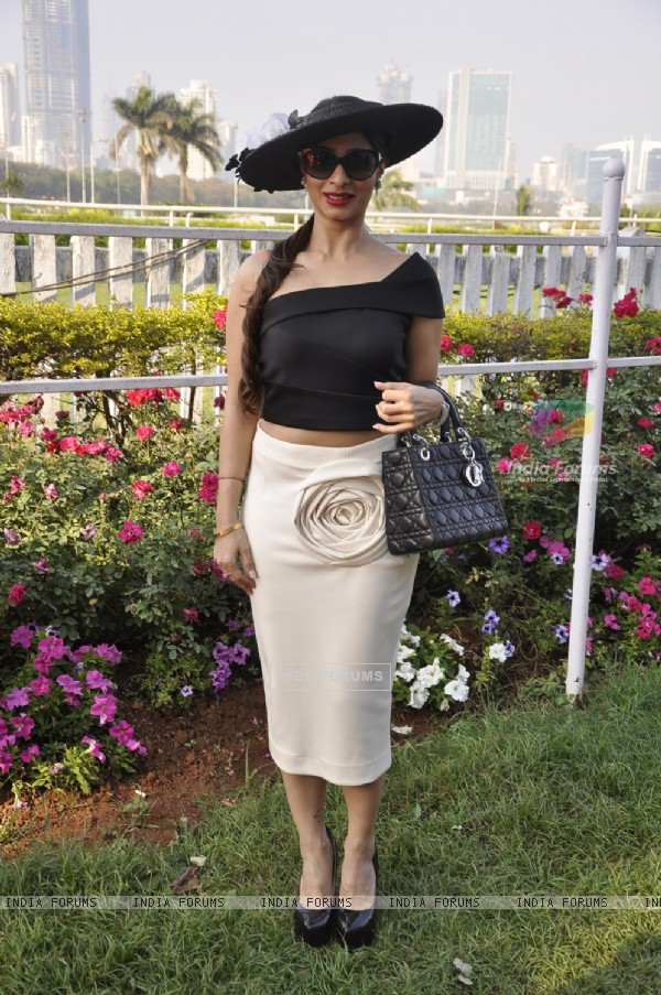 Tanishaa Mukerji poses for the media at The Hello! Classic Cup 2015