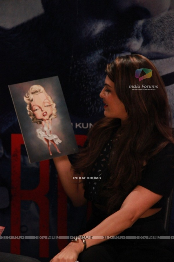 Jacqueline Fernandes takes a look at the Karikatur during the Promotions of Roy