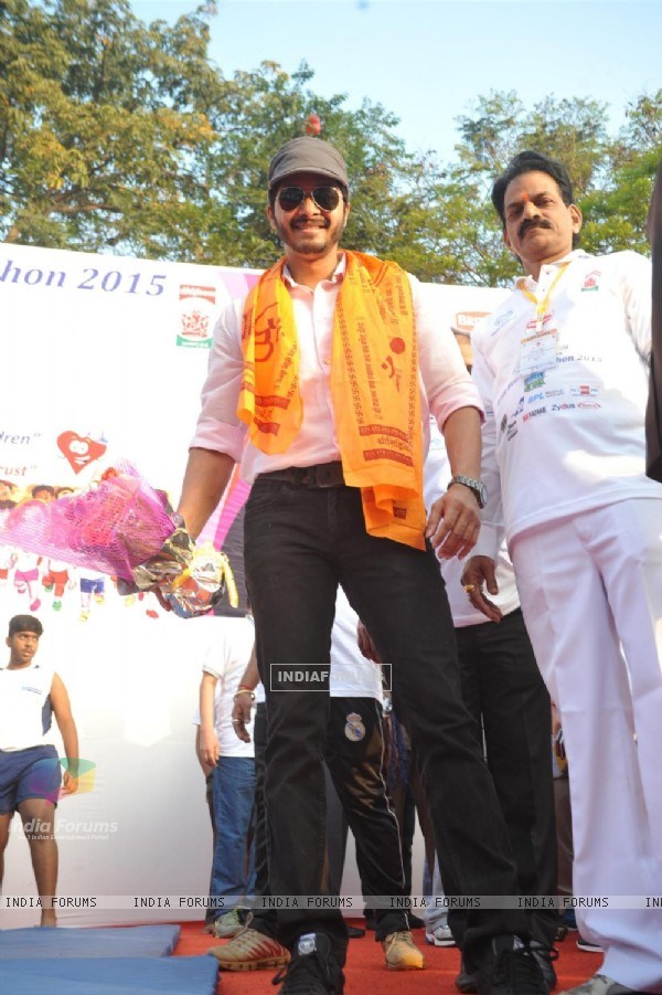 Shreyas Talpade poses for the media at Little Hearts Marathon 2015