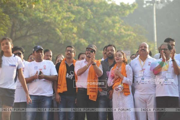 Shreyas Talpade was snapped cheering the contestants at Little Hearts Marathon 2015