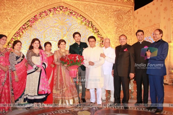 Raj Thackeray poses with Newly Weds Manali Jagtap and Vicky Shoor