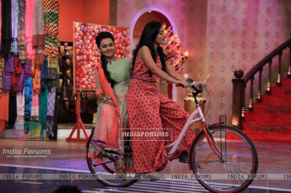 The cast of Swaragini on Comedy Nights With Kapil Mahashivratri Special