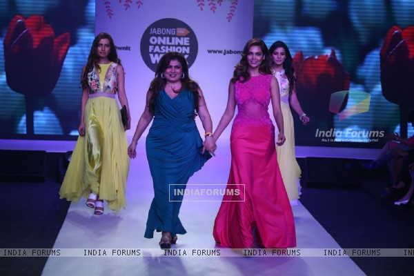 Esha Gupta walks the ramp at Jabong Online Fashion Week