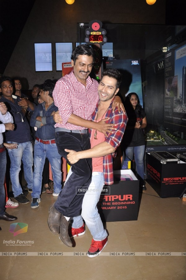 Varun Dhawan was snapped lifting Nawazuddin Siddiqui at the Promotions of Badlapur