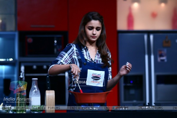 Alia Bhatt tries her hand at cooking on Farah Ki Daawat