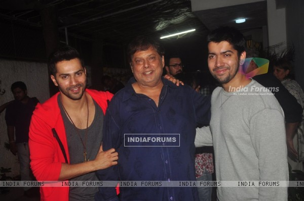 Varun poses with dad David Dhawan and brother Rohit Dhawan at the Special Screening of Badlapur