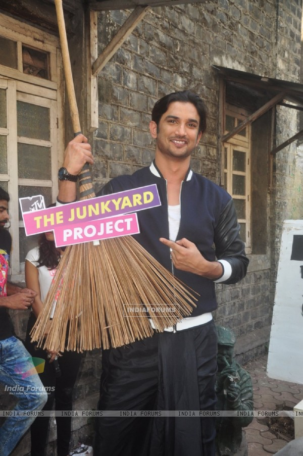 Sushant Singh Rajput poses for the media at MTV  Junkyard Clean Up Drive Event