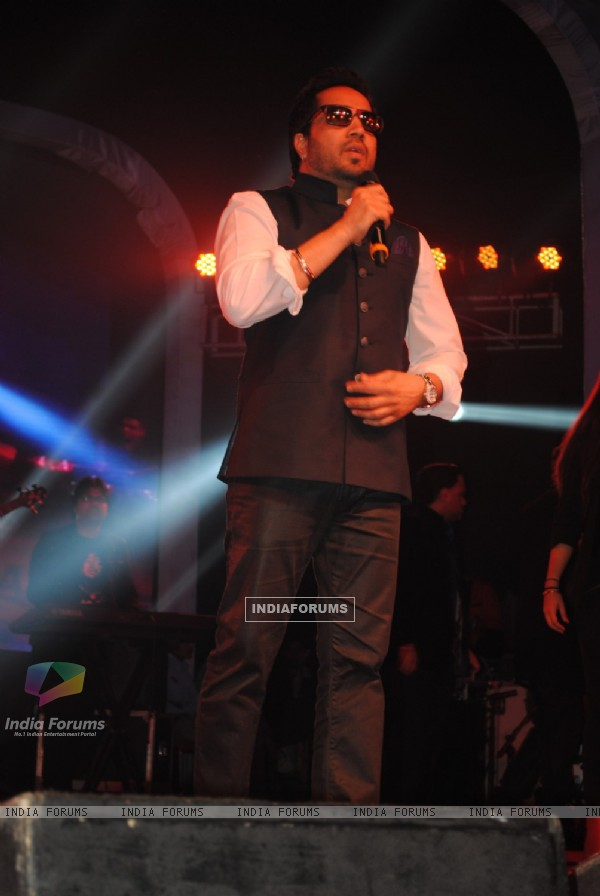 Mika Singh performs at Tulsi Kumar and Hitesh Rahlan's Sangeet Ceremony