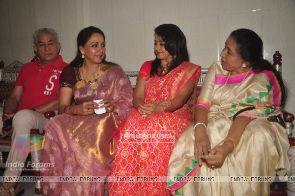 Hema Malini and Asha Bhosle in a chat at Dr. Veen Amundra's Album Launch