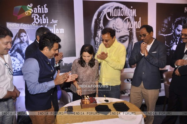 Anupama Chopra cuts a cake at Dinesh Raheja and Jeetendra Kothari's Book Launch