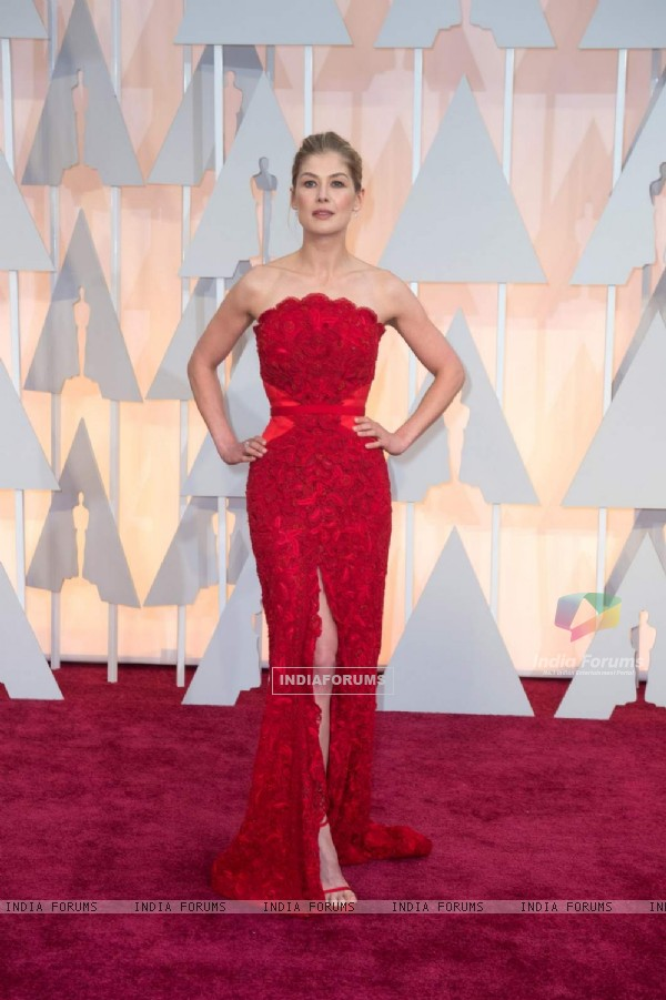 Rosamund Pike poses for the media at the Oscars Red Carpet 2015