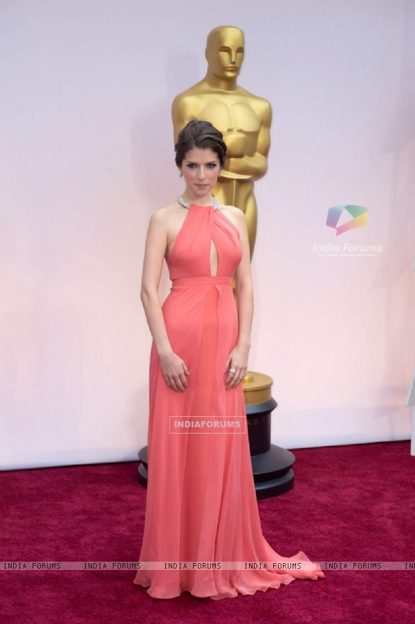 Anna Kendrick poses for the media at the Oscars Red Carpet 2015