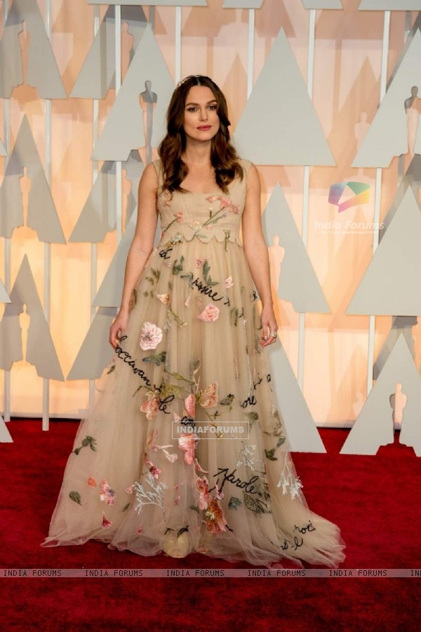 Keira Knightley poses for the media at the Oscars Red Carpet 2015