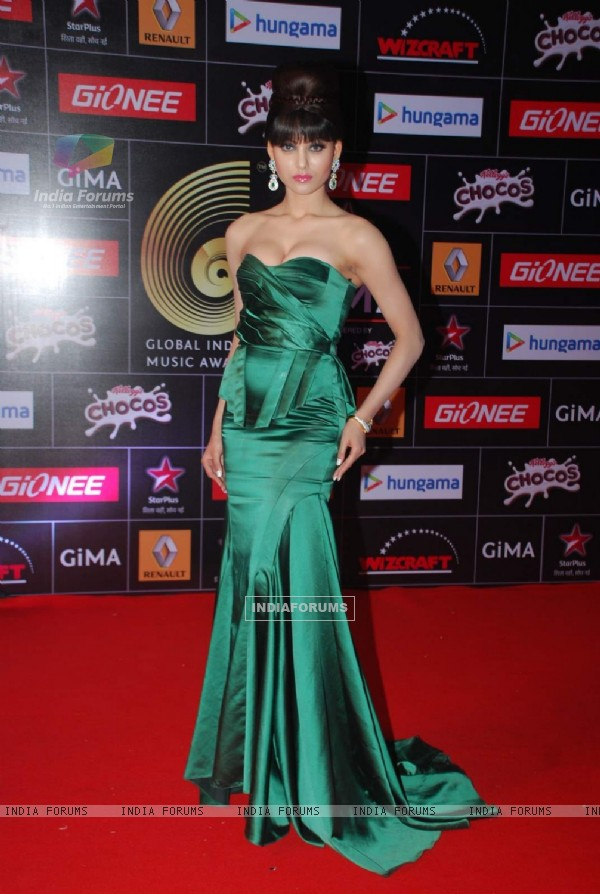 Urvashi Rautela poses for the media at GIMA Awards 2015
