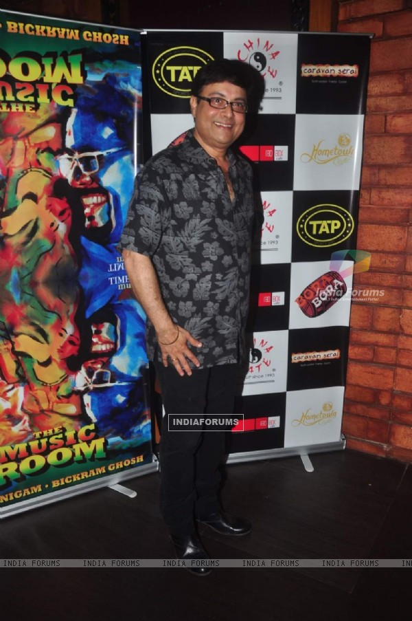 Sachin Pilgaonkar poses for the media at Sonu Nigam and Bickram Ghosh's Album Launch