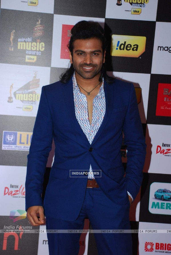 Sreeram Chandra poses for the media at Radio Mirchi Awards