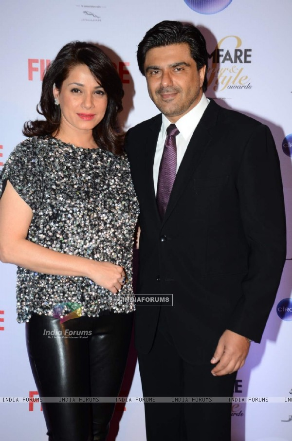 Sameer Soni and Neelam Kothari pose for the media at Filmfare Glamour and Style Awards