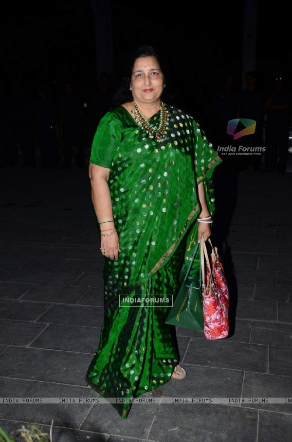 Anuradha Paudwal poses for the media at Tulsi Kumar's Wedding Reception