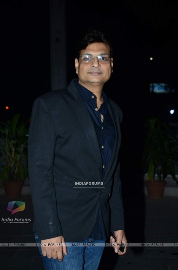 Irshad Kamil poses for the media at Tulsi Kumar's Wedding Reception