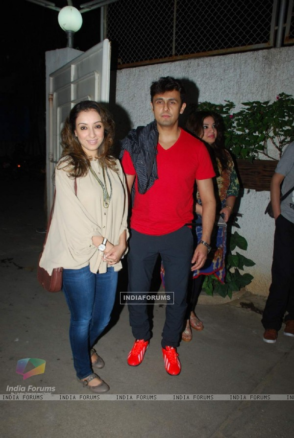 Sonu Niigam with her wife at the Special Screening of Badmashiyaan