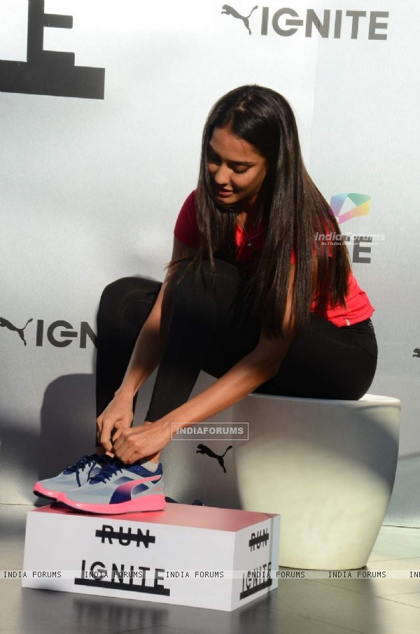 Lisa Haydon puts on her fitness shoes at Puma Fitness Meet