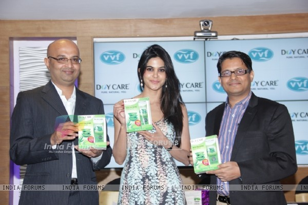 Aaditi Pohankar Launches Doy Care Aloe Vera Revitalizing Face Wash