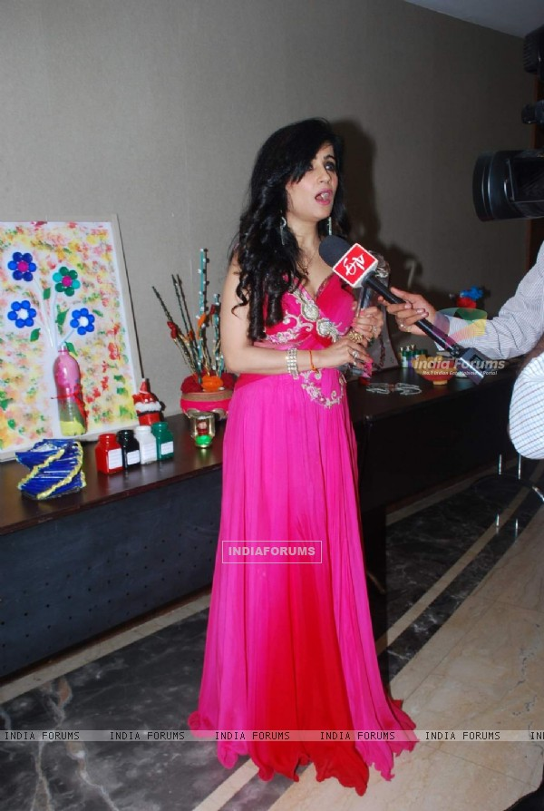 Shibani Kashyap interacts with the media at Young Environmentalists Trust Women Achievers Awards