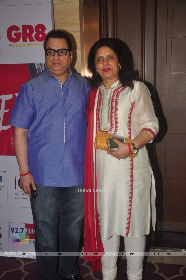 Ramesh Taurani poses with wife at GR8 Beti Bash